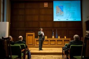Piotr Falc wygłasza prezentację na temat projektu eUczelnia