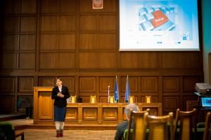 Izabela Łomotowska i jej prezentacja o pracy zespołu Helpdesk